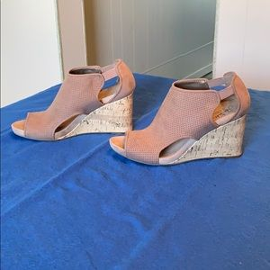 "Life Stride ""Hinx"" wedge sandals, nude, size 8.5."